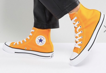 Converse Chuck Taylor Trainers in Orange